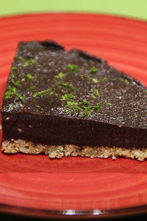 Halvfrusen chokladlyx på spröd botten