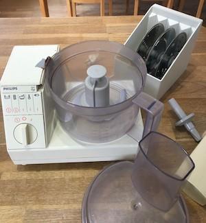 Mixer (matberedare) och stavmixer+minihackare – basvaror i ett smart kök